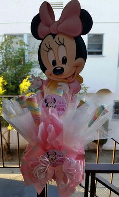 Bebé Minnie Mouse centro de mesa con malvaviscos por SOUTHFLOWER