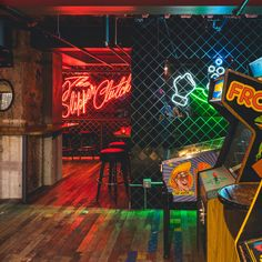 Los Angeles – With its neon lighting and highball cocktails, this bar celebrates a casual speakeasy aesthetic. Pub Design, Bar Interior Design, Sport Bar Design, Bar Lounge, Neon Decor, Bar Speakeasy, Studio Bar, Design Bar Restaurant, Laser Tag