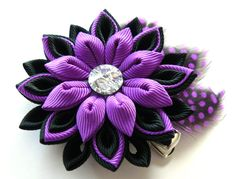 Kanzashi fabric flower hair clip with feathers. Black and by JuLVa