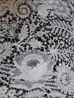 Maria Niforos - Fine Antique Lace, Linens  Textiles : Antique Lace # LA-268 Exquisite 19th C. Brussels Lace Veil w/ Point De Gaze