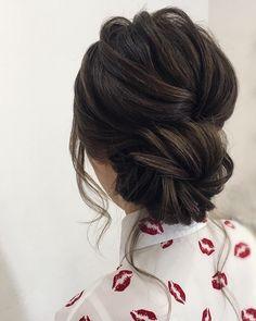 Whether you're a summer ,winter bride or a destination bride, so make sure your hairstyle shows the pretty garment off as much as possible. Here you'll find a round-up of hairstyles that complement each wedding dress neckline, from sweetheart neckline,plunging V-neck to off-the-shoulder.. #weddinghairstyles