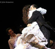 The Phantom in Moscow :D Eugeny Zaycev as Raoul is so hilarious in this photo :з Broadway Theatre, Musical Theatre, Love Never Dies Musical, Opera Ghost, Sierra Boggess, Phantom Of The Opera, Hilarious, Funny, No One Loves Me