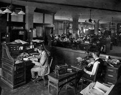 The @latimes newsroom in 1922