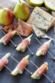 Prosciutto Wrapped Pears with Blue Cheese. This easy to make appetizer is sweet, salty, tangy and hard to stop after eating just one! I'm all about easy appetizers and these Prosciutto Wrapped Pears with Blue Cheese Easy To Make Appetizers, Appetizers For Party, Appetizer Recipes, Wedding Appetizer Table, Shot Glass Appetizers, One Bite Appetizers, Easy To Make Snacks, Fruit Appetizers, Cheese Appetizers