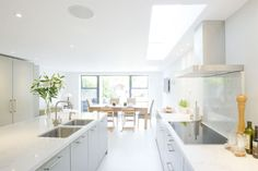 Hire interior designers and builders London for loft conversions and house extensions, such as side return kitchen extensions for Victorian terraced houses. Get an instant online quote and see how you can benefit from a side return extension. Long Narrow Kitchen, Open Plan Kitchen, Victorian Terrace, Victorian Homes, Kitchen Living, New Kitchen, Kitchen Ideas, Kitchen Designs, Living Rooms