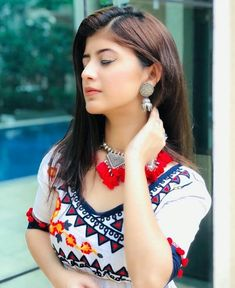 Transform Your Looks With This Advice Stylish Girls Photos, Stylish Girl Pic, Fashion Poses, Fashion Advice, Women's Fashion, Fashion Jewelry, Pakistani Dresses Party, Gown Party Wear, Cute Little Girl Dresses