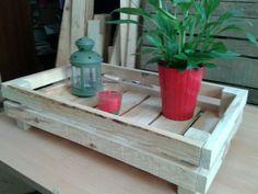 Bandeja hecha con madera reciclada