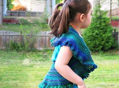 This might just be your new favorite crochet project for spring: Crochet circle vests are not only cute wardrobe additions, but they're easy to make since there's no shaping involved! Crochet Circle Vest, Crochet Vest Pattern, Crochet Circles, Crochet Patterns, Crochet Shoes, Crochet Scarves, Crochet Yarn, Learn To Crochet, Crochet For Kids