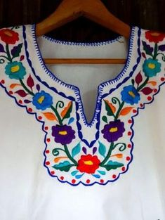 63 ideas embroidery blouse outfit mexican for 2019 Mexican Embroidery, Floral Embroidery, Embroidery Stitches, Embroidery Patterns, Hand Embroidery, Crochet Patterns, Mexican Shirts, Mexican Blouse, Mexican Dresses
