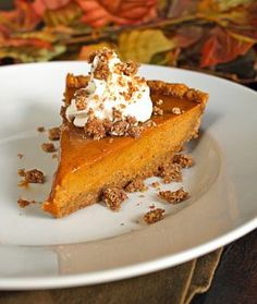 Bobby Flays Throwdown Pumpkin Pie with Cinnamon Crunch & Bourbon-Maple Whipped Cream... can you say OH YEAH??!!!