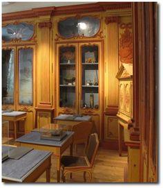 Cabinet de curiosités Clément Lafaille, après 1766. Style néoclassique. Muséum d'histoire naturelle de La Rochelle.  Source