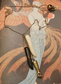 L'oiseau Acessórios Vintage: Colar Amuleto Anos 70