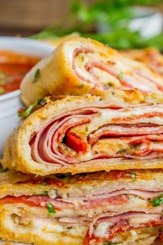Classic Stromboli Recipe (Easy Dinner or Quick Appetizer!) from The Food Charlatan Classic Stromboli Recipe (Easy Dinner or Quick Appetizer!) from The Food Charlatan Quick Easy Dinner, Easy Dinner Recipes, Easy Meals, Easy 5, Quick Appetizers, Appetizer Recipes, Holiday Appetizers, Holiday Treats, Pasta Pizza