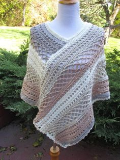 Crocheted Poncho Brown / Tan / Cream / Beige This is a beautiful warm poncho made with a high quality acrylic and wool blend yarn. The colors are muted in shades of brown, beige and cream. It has a very interesting stitch pattern of Crochet Socks, Crochet Cardigan, Crochet Scarves, Crochet Shawl, Crochet Clothes, Crochet Lace, Crochet Stitches, Crochet Poncho Patterns, Shawl Patterns