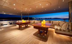 Le megayacht Reborn dispose d'une somptueuse et incroyablement spacieuse suite propriétaire avec vue panoramique à 180°, terrasse privée, salles de... Amel Yachts, Yacht Luxury, Yacht Fashion, Women's Fashion, Boat Insurance, Private Yacht, Yacht Interior, Cool Boats, Yacht Design