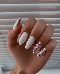 Идеи для маникюра. Белый маникюр. Perfect Nails, Gorgeous Nails, Stylish Nails, Trendy Nails, Acrylic Nails Coffin Ombre, Dream Nails, White Nails, White Manicure, Simple Nails