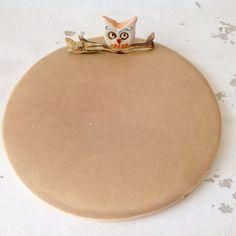Porselen El Yapımı Baykuşlu Tabak (Orta Boy) Porselen limoge kiliyle elde şekillendirilmiştir. 1230derecede 12 saat.... 270644