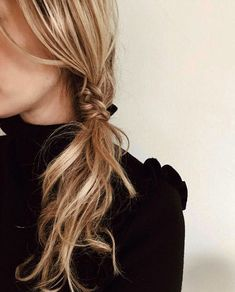Wavy Centre-Parted Tree Braids - Top 25 Tree Braids Hairstyles - The Trending Hairstyle Messy Braided Hairstyles, Tree Braids Hairstyles, Messy Braids, Braided Hairstyles Tutorials, Elegant Hairstyles, Best Wedding Hairstyles, Homecoming Hairstyles, Summer Hairstyles, Easy Hairstyles
