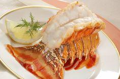 La langosta es un platillo exquisito y muy elegante.  Esta receta es simple pero deliciosa ya que resalta los verdaderos sabores de la langosta al acompañarla con una salsa de mantequilla.