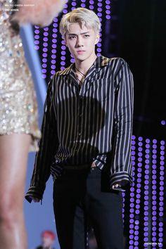 Sehun - 161008 DMC Korean Music Wave Festival Credit: 멜티드 치즈 판타지. (DMC 코리아 뮤직 웨이브 페스티벌)