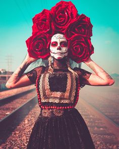 Large Frida Red Roses Day of the Dead Queen Halloween cosplay with black Bride vail with gold tassel fringe faux earrings by Paulina - Dia de muertos / Day of the Dead - Yorgo Halloween 2019, Halloween Cosplay, Halloween Makeup, Halloween Party, Halloween Costumes, Halloween Halloween, Vintage Halloween, Skeleton Costumes, Zombie Costumes