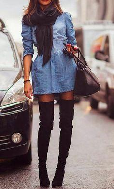 Look vestido jeans com botas over the knee , o detalhe do chachecol deixa o look ainda mais invernal