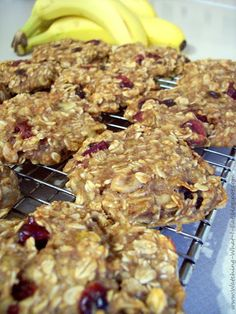Watching What I Eat: Banana Oat Breakfast Cookies! These cookies have NO flour & NO sugar! All natural oats, bananas, and applesauce to give them natural sweetness! Also includes recipes for additional breakfast cookies. Breakfast And Brunch, Breakfast Cookies, Breakfast Recipes, Dessert Recipes, Lunch Recipes, Breakfast Biscuits, Clean Recipes, Breakfast Bars Healthy, Breakfast Snacks