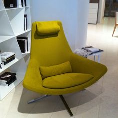 b italia chair - updated mid-century modern - this is just like my studio chair.
