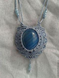 """Ciondoli a mano.  Fiera Masters - a mano.  Acquista Pendant """"celeste"""".  Handmade.  Ciondolo con pietra, Macrame"""