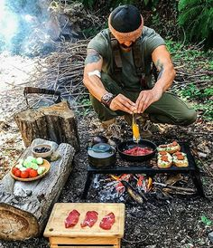 Guerreros la comida más importante del día... Foto: @overthefirecooking As @spart4nn said its the most important meal of the day Credit: @spart4nn #overthefirecooking #bushcraft #camp #camping #camplife #campvibes #adventure #trekking #hiking #wilderness #outdoors #outside #fire #firecooking #grill #grilled #grilling #grillporn #grillmaster #asado #churrasco #braai #regrann #wild #wildnerness #tgi #instagram