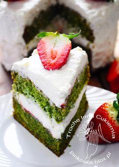 tort z pokrzyw, nettle cake, tort pokrzywowy z truskawkami, tort z pokrzywy