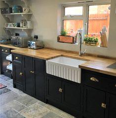 Obtain redirected below Kitchen Worktop Ideas Kitchen Units, Kitchen Cupboards, Belfast Sink Kitchen, Sink Units, Black Kitchens, Cool Kitchens, Kitchen Decor, Kitchen Design, Kitchen Styling