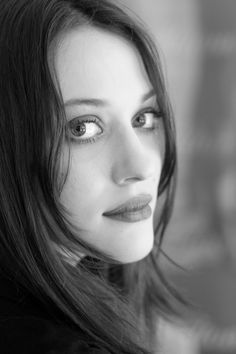 Kat Dennings - I love how secure she is with her buxom, sexy, body. 10 Most Beautiful Women, Beautiful Eyes, Photo Blend, 2 Broke Girls, The Dark World, Foto Pose, Black And White Portraits, American Actress, Girl Crushes