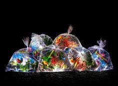 LUCES INTERRUPTUS: una nueva muestra de arte urbano en donde la iluminación juega un papel esencial. http://bilbolamp.blogspot.com.es/2013/09/bolsas-llenas-de-arte.html