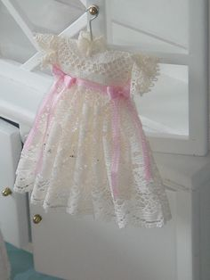 Dollhouse lace girl dress. Dusty pink silk by ANABELAMINIATURES, €11.00