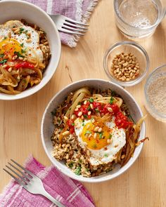 Recipe: Brown Rice Bowl with Lentils, Caramelized Onions & Fried Egg — Recipes from The Kitchn Edits: stirred in a little goat cheese before serving Fast Healthy Meals, Easy Weeknight Meals, Easy Dinners, Skillet Dinners, Healthy Lunches, Healthy Dishes, Healthy Food, Fried Egg Recipes, Cooking Recipes