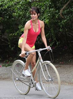 Brooke Burke shows off body in tiny shorts during bike ride Bicycle Women, Bicycle Girl, Tiny Shorts, Cruiser Bicycle, Cycling Girls, Cycle Chic, Bike Style, Lady, Bikinis