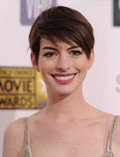 Anne Hathaway Pixie - Anne styled her pixie into tousled side-swept bangs for the 2013 Critics' Choice Movie Awards.