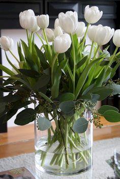 Resultado de imagem para white tulips in vase 写真 . ☼ ஜℓvஜ ✨❁⊰ ~♥~ MO Apr 2018 ~♥~ ⊱⛩☮️☸️ॐ⛩✨❁↠ ஜℓvஜ ☼ Beautiful Flower Arrangements, Fresh Flowers, Spring Flowers, Beautiful Flowers, Tulip Arrangements, Vase Of Flowers, Cascading Flowers, Beautiful Things, Deco Floral