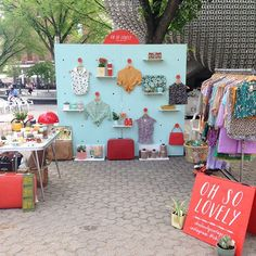 Pop-Up Shops are welcome at VENUE 221 in Cherry Creek North, CO! Here are ideas we love for your day selling in our space! Pop-Up Shops are welcome at VENUE 221 in Cherry Creek North, CO! Here are ideas we love for your day selling in our space! Craft Fair Displays, Market Displays, Mobile Boutique, Mobile Shop, Tienda Pop-up, Pop Up Market, Craft Markets, Pop Up Shops, Vintage Shops