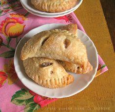 une gamine dans la cuisine: Apple-Cinnamon Hand Pies
