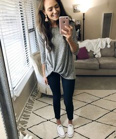 Casual ootd – perfect for almost any weather and SO comfy! Casual ootd – perfect for almost any weather and SO comfy! Nanny Outfit, Casual Summer Outfits, Casual Wear, Cute Outfits, Casual Ootd, Leggings Outfit Summer Casual, Easy Outfits, Comfy Casual, Winter Outfits