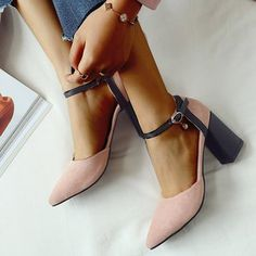 Black Chunky Heels, Chunky Heel Pumps, Pointed Toe Pumps, Suede Heels, Fashion Online, Fashion Show, Dress And Heels, Autumn Fashion, Plus Size
