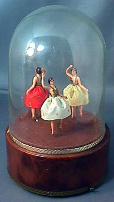 ballerina music box Music Box Ballerina, Little Ballerina, Love Vintage, Vintage Box, Antique Music Box, Music Jewelry, Old Music, Pretty Box, Tiny Dancer