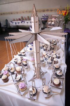 Cupcake Holder Carnival style swings hold 12 by CleverlyBuilt