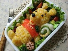 The Bento Box is a fun and creative form of Japanese food art, great for school lunches, casual picnics or work place breaks. Cute Food, Good Food, Yummy Food, Tasty, Food Design, Food Art Bento, Japanese Food Art, Japanese Lunch, Boite A Lunch