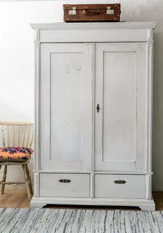 Gray cabinett