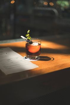 Cocktail, olives, drink, glass and ice HD photo by Jakub Dziubak ( on Unsplash Cocktail Images, Cocktail Pictures, Cocktail Book, Cocktail Sauce, Cocktail Recipes, Cocktail Glass, Cocktail Shaker, Drink Recipes, Gastronomia