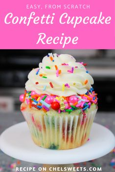 Funfetti Cupcake Recipe with Homemade Buttercream Frosting This confetti cupcake recipe is insanely simple to make, and equally delicious! It comes together in one bowl, and makes super moist and fluffy cupcakes! Cupcakes Amor, Fluffy Cupcakes, Confetti Cupcakes, Simple Cupcakes, Fancy Cupcakes, Sprinkle Cupcakes, Pavlova, Mini Cakes, Cupcake Cakes