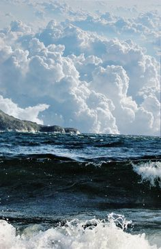 .White foam on the waves and fluffy white clouds in the sky - perfect!